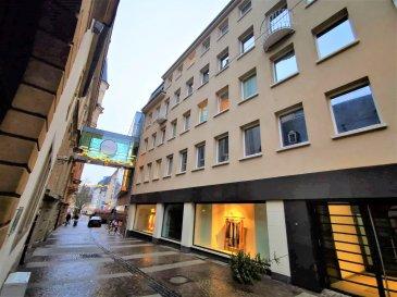 Dalpa SA vous propose à louer, un confortable appartement entièrement rénové de 1 chambre à coucher sur +/- 85 m², situé au plein cœur du centre-ville à côté de la place d'Armes   Disponibilité : immédiate   L'objet se situe au : 5, rue Genistre, L-1623 Luxembourg   Situé au 3e étage l'appartement se compose :  - 1 cuisine équipée ouverte - 1 séjour très lumineux donnant accès à un petit balcon - 1 chambre à coucher  - 1 salle de douche avec WC  Au sous-sol une cave complète ce bien.   Nous sommes à votre entière disposition pour tous renseignements complémentaires ou visites des lieux. Veuillez contacter Antonio Lobefaro sous le numéro + 352 621 469 311 ou par mail sur info@dalpa.lu   Si vous souhaitez vendre ou louer votre bien, nous mettons à votre disposition notre professionnalisme, savoir-faire ainsi que notre qualité de service. Nous vous proposons des estimations rapides, gratuites et réalistes.  ENGLISH VERSION  Dalpa SA offers you for rent, a comfortable fully renovated 1 bedroom apartment of +/- 85 m², located in the very heart of the city centre, next to the place d'Armes  Availability : immediate  The object is located at: 5, rue Genistre, L-1623 Luxembourg  Located on the 3rd floor, the apartment consists of:  - 1 open equipped kitchen - 1 very bright living room giving access to a small balcony - 1 bedroom  - 1 shower room with WC  In the basement a cellar completes this ensemble.  We are at your disposal for any further information or site visits. Please contact Antonio Lobefaro under the following number + 352 621 469 311 or by mail on info@dalpa.lu  If you want to sell or rent your property, we put at your disposal our professionalism, know-how and our quality of service. We offer you quick, free and realistic estimates.