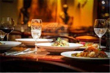 RE/MAX Select, vous propose à la vente ce restaurant réputé proche de Mondorf. Le restaurant est vendu avec une possibilité de construction de 3 appartements en plus du restaurant. Le chiffre d'affaire en progression représente une promesse de réussite Départ pour retraite Affaire saine et rentable