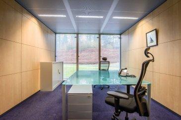 Sur le plateau d'affaires de la CLOCHE D'OR à Luxembourg, au sein d'un immeuble de bureaux de standing, A LOUER MAGNIFIQUE BUREAU HAUT DE GAMME MEUBLE de 18m2!    Sont inclus dans le loyer les prestations suivantes :   - Bénéfice d'une adresse professionnelle,   - meubles et équipement design (bureau, chaise, armoire, caisson de tiroirs, lampe de bureau, téléphone, lampadaire..),   - climatisation, chauffage, électricité,   - ligne téléphonique dédiée avec numéro spécifique,   - INTERNET haut débit illimité garanti,   - Accès sécurisé au bâtiment 24h/24h 7j/7j,   - administration du courrier,   - accueil physique et téléphonique de vos clients,   - espace d'accueil pour visiteurs,   - espace détente pour locataire et accès à une grande terrasse,   - ménage quotidien du bureau et des parties communes,   - …   Avec supplément, vous avez accès à :   - Boissons (café nespresso, thé, capuccino, boissons fraîche, softs….)   - salle de réunion, de formation ou de séminaire,    - traduction, tâches de secrétariat, affranchissement,   - photocopie, impression,   - papeterie, signalétique…   - salle d'archives,   - coursier,   - organisation d'évènement (déjeuner d'affaires, cocktail, buffet…   - parking intérieur,   - ….   La durée du contrat est variable selon vos besoins. Flexible et modulables, votre bureau pourra s'agrandir pour s'adapter à l'expansion de votre activité et accueillir vos nouveaux collaborateurs.   Vous avez la certitude de recevoir vos clients dans un cadre chic et professionnel que vous soyez présent ou absent !   Loyer : 1500 EUR H.T.  Disponibilité : immédiate