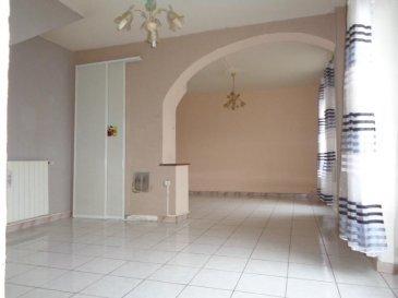 Maison mitoyenne de type F4 de 78.25m² habitables sur parcelles de 6.52 ares. composée d\'une entrée desservant un séjour de 31m² avec accès sur jardin avant clos, cuisine indépendante avec véranda|buanderie attenante, toilettes invités. A l\'étage : 2 chambres (15 et 11m²) avec placard, salle d\'eau. Au sous-sol : une cave|chaufferie (chaudière 2019). A l\'extérieur : un jardin avec terrasse et abris, parking privatif pouvant accueillir 2 véhicules. Double vitrage PVC, volets roulants, chauffage individuel GAZ, dalle sur chaque niveau.<br />Possibilité de créer une pièce supplémentaire attenante à une chambre. A VISITER ! <br />Plus d\'informations, n\'hésitez pas à nous contacter au 03.87.40.55.55.
