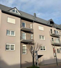 SCHIFFLANGE, 725.000 Euros  Appartement au 4ième étage (+-139,29m2) avec ascenseur dans une résidence de 20 unités. Construction 2001.  Objet très bien entretenu. Près de toutes commodités et accessibilité.  Sous-sol: cave  RDCH: 1 emplacement extérieur  4ième étage: Hall d'entrée, Living très spacieux et lumineux (+-37,38m2) avec accès Balcon (+-3,15m2), cuisine équipée indépendante (+-15,04m2 / Valeur 12000 Euros  / 2001), salle de douche avec WC séparé (+-3,38m2), salle de bains (+-6,32m2), 3 chambres (+- 16,73m2, 15,41m2, 9m2).  Equipements: Dalles en Béton, Double vitrage PVC avec volets manuels (1997), Chauffage Gaz aux radiateurs (2001), Toit (Ardoise / isolé / 2001), Electricité (2001), Façade (isolée / 2001), Sanitaire (2001), Parlophone, Antenne collective, Fibre Optique.  Super affaire à saisir....   ***HERBY IMMO = MEILLEURS PRIX DU MARCHE***   (Herby Immo vous garantit le prix d`achat le moins cher du marché)