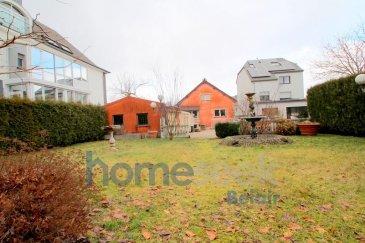 Homeseek Belair et Driss ( 661 518 484 ), vous proposent cette maison individuelle de 160 m² située sur un terrain d'une superficie totale de 9,17 ares.  Elle est située sur la commune de Differdange ( Oberkorn ), et possède un grand potentiel d'aménagements, aussi bien en intérieur que de par son grand terrain situé à l'arrière de la maison, qui comprend un emplacement pour plusieurs véhicules et un grand jardin.  Le bien se compose de la manière suivante :  Au Sous-sol, la cave où vous trouverez 4 pièces carrelées et chauffées avec un accès direct vers le jardin.  Au Rez de chaussée, depuis l'entrée vous accédez à une première chambre, puis au salon, et enfin à la cuisine. Cette cuisine est desservie par une seconde pièce de vie. Vous accédez ensuite directement à l'arrière de la maison.  Au premier étage, vous découvrez 1 salle de bain avec une douche, une baignoire et un WC. Vous trouverez ensuite une seconde chambre avec dressing et enfin une troisième et dernière chambre. Des rangements viennent compléter cet étage et espace de vie.  Vous accédez à l'arrière de la maison d'un côté par une allée et de l'autre côté par une allée pour véhicules.  Le grand espace à l'arrière permet de garer plusieurs véhicules et dispose d'un grand garage, qui peut aussi faire office d'atelier. Vient ensuite un grand jardin avec exposition Sud.      A visiter au plus vite ! Plus d'informations par téléphone au 661 518 484 ou courriel à dabadou@homeseek.lu Ref agence :4920183-HB-AD