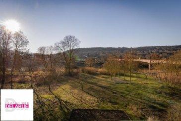 L\'immobilière Delarue vous propose en exclusivité une jolie maison mitoyenne sur un coté avec une vue imprenable sur les bords de la Moselle&period;<br /><br />Ce bien construit dans les années 90 est composé d\'un rez de chaussée desservant un garage, un accès jardin avec terrasse, d\'une 1ère chambre et d\'une entrée avec escalier menant aux pièces d\'habitations&period;<br /><br />Le premier niveau est constitué d\'un salon séjour avec balcon, d\'un WC, d\'une salle d\'eau, d\'une cuisine équipée et d\'une 2ème chambre&period;<br /><br />Les combles sont aménagés d\'une 3ème est dernière chambre avec bureau&period;<br /><br />Des travaux récents sont venus conforter ce bien ces dernières années:<br />Rénovation des menuiseries extérieures en PVC&period;<br />Chaudière à condensation&period;<br />Rénovation de la salle d\'eau&period;<br />Installation d\'une alarme&period;<br /><br />La taxe foncière est de 570 &apos;&period;<br /><br />Accès autoroute A 31 à moins de 5 minutes et gare SNCF à 500 mètres&period;<br /><br />Le prix de vente est de 220375 &apos; et les honoraires sont intégralement à la charge du vendeur&period;<br /><br />Veuillez prendre contact avec Mr Weigerding au 06&period;07&period;46&period;97&period;88 pour toutes informations&period;