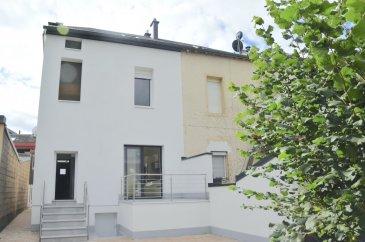 Votre agence IMMO LORENA de Pétange, partenaire de la CHAMBRE IMMOBILIERE DE Luxembourg a choisi pour vous cette magnifique maison libre de 3 côtés de 120 m2 habitables dans un quartier résidentiel de Pétange et sur un terrain de 2,78 ares complètement clôturé et arboré.  La maison se compose comme suit :  Au rez-de-chaussée, vous y découvrirez un hall d'entrée amenant à la  cuisine toute équipée de 14 m2 donnant accès  sur une terrasse de 8m2 et le jardin d'environ  200 m2 . Le salon, côté rue, propose une surface de 17,5 m2.   En montant les marches de l'escalier de caractère, vous accéderez au premier espace nuit. Un hall vous amenant aux deux chambres de belle taille (14 m2 et 12 m2) vous y attendent et la salle de bains avec WC complète ce niveau.  L'étage suivant, vous propose également au deuxième espace nuit avec ses deux charmantes chambres de (13,20 m2 et 12 m2) ainsi qu'une salle de douche de 5,25 m2 avec WC.  En complément de ses beaux espaces, la maison propose au sous-sol, un WC séparé, une buanderie, une cave donnant accès au magnifique jardin.   CARACTERISTIQUES DE LA MASON: - Maison libre de 3 côtés - Maison complètement rénovée en 2020 - Nouvelle cuisine toute équipée - Nouvelles fenêtres double vitrage en PVC - Installation d'une nouvelle chaudière à condensation WOLF en juillet2021 - Magnifique jardin d'environ 200 m2 arboré et clôturé - LA MAISON DISPOSE EGALEMENT D'UN GARAGE BOX FERMÉ à 20 MèTRES DE LA MAISON.  !!!A VOIR ABSOLUMENT!!!  Pas de frais d'agence pour le futur acquéreur  Pour tout contact et plus de renseignant veuillez contacter l'agence Immo Lorena Lux Sarl: Numéro de l'agence: +352 50 93 32 Joanna RICKAL: +352 621 36 56 40 Vitor PIRES: +352 691 761 110  L'agence ImmoLorena est à votre disposition pour toutes vos recherches ainsi que pour vos transactions LOCATIONS ET VENTES au Luxembourg, en France et en Belgique. Nous sommes également ouverts les samedis de 10h à 19h sans interruption.