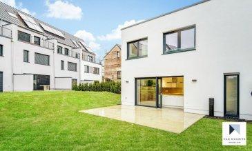 Située dans le village de Berg, entre Niederanven et Grevenmacher, cette maison unifamiliale neuve possède ± 146 m² habitables agencés comme suit :  Au rez-de-chaussée, le hall d'entrée ± 9 m² dessert le séjour ± 39 m², une belle et grande cuisine séparée ± 19 m², un bureau ± 8 m², un wc invités ± 2 m² et un palier menant à l'étage ± 7 m². L'ensemble est agrémenté d'une belle terrasse d'environ 25 m².  Au 1er étage, le hall de nuit ± 3 m² dessert trois chambres de ± 19, 15 et 13 m², une salle de bain ± 7 m² avec douche à l'italienne et une salle de douche ± 6 m².  Le sous-sol comprend un garage ± 31 m² et une buanderie-chaufferie ± 27 m².  Un agréable jardin complète ce bien.   Détails complémentaires:  - Panneaux solaires en toiture ; - Chauffage au sol dans toute la maison; - Belle région, école de Roodt-sur-Syre, commerces, transports en commun (bus, train), ... à proximité ; - Situé à 20 km du Kirchberg ; - Contrat de 2 ans reconductible d'année en année ; - Loyer: 3000 € / mois - Garantie bancaire: 2 mois de loyer ; - Frais d'agence: 1 mois de loyer + tva à 17%.