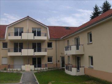 Dans bel immeuble avec piscine collective Appartement composé de 2 chambres, un séjour/cuisine, une salle de bain, un wc. Un balcon privé et une place de parking privée