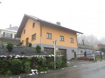 Vous recherchez une maison habitable dans un excellent état ?  Nous vous recommandons cette jolie maison  située à Bilsdorf.  de 210 m2 habitables.  Rez-de-chaussée :-  -2 garages et 2 emplacements extérieurs. - Étable box pour 4 chevaux.  Etage : - Cuisine équipée ( matériel de qualité ) - Salon-salle à manger très cosy - wc séparé -véranda -bureau - buanderie   etage 2 : - 3 chambres à coucher dont une avec dressing - une salle de bain ( baignoire, douche, wc, double lavabo - sauna  Cette habitation est en excellent état intérieur et extérieur.  Bilsdorf est très bien situé : -  environ 15 km du Centre commercial Knauf de Pommerloch - Proximité du Lac de la Haute-Sûre - environ 20 km de Rédange  Contactez-nous sans tarder pour saisir cette opportunité. GSM : 691 231 299 email : info@citra.immo