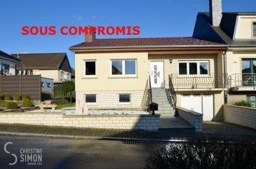 SOUS COMPROMIS EN ATTENTE DE L'ACCORD DE BANQUE L'Agence immobilière Christine SIMON, vous présente en exclusivité un maison jumelée implantée sur un terrain de 4,62 ares et construite en 1976. Surface habitable de 127 m2 et d'une surface utile de 283 m2 avec le sous-sol et le grenier pouvant être aménagé.  La maison se situe dans une cité résidentielle au calme garanti à l'adresse; 9, rue Jean-Laux à Kayl. Porte ouverte de cette maison samedi 25 Janvier 2020 de 10:00 heures à 12:00 heures.  Elle se compose comme suite: Au rez-de-chaussée: Un garage pour 1 voiture avec porte électrique, hall d'accueil d'env. 13,20 m2, cave d'env. 17,30 m2 avec des placards, chaufferie d'env. 8 m2, une cuisine avec cheminée au feu de bois, une cave supplémentaire de 11 m2, un débarras de 4,05 m2 une buanderie d'env. 14,20 m2 et une salle de douche de 2,55 m2, et sortie vers le jardin d'env. 200 m2.  L'étage principale: Hall d'entrée d'env. 18,36 m2, toilette séparée d'env. 1,36 m2, salle à manger avec cuisine équipée ouverte d'env. 18,05 m2, salon de 21 m2, 3 chambres à coucher dont une de 16,80m2, 11,80 m2 et la dernier de 14,60 m2 donnant sur une belle terrasse orientation nord d'env. 7,80 m2 , un salle de douche à l'Italienne de 7,60 m2, une terrasse à l'avant de la maison de 6,60 m2 orientation sud.  Grenier aménageable ou avec l'autorisation de la commune il est également possible d'augmenter la maison d'un étage. Fenêtre double vitrage de juillet 2010, façade non isolée, toiture non isolée refaite il y à 22 ans, chaudière à gaz à condensation de 1995.  Passeport énergétique en cours. Disponibilité immédiate  Quelques travaux de rafraichissement nécessaires. Pour de plus amples renseignement ou une visite de cette belle maison contacter l'agence Madame SIMON svp.  Nous sommes tout le temps à la recherche de maisons, appartements ou terrains pour nos clients, veuillez nous contacter pour estimer votre bien avant de le mettre en vente, estimation précise par un expert agréé. Tel: 