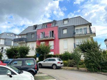 Beau DUPLEX (83,98 m2 surface habitable + 2 balcons) situé au 2ème et 3ème étage d'un immeuble résidentiel datant de 2001. L'immeuble est situé à la fin d'une rue sans issue, très calme (zone 30 km/h) et dispose d'une vue magnifique sur la forêt et les champs avoisinants.  Le duplex dispose d'une cave de 4,54 m2 et d'un parking intérieur de 13,96 m2 au sous-sol.  Subdivision du duplex : - Etage 2 : hall d'entrée / living avec cuisine équipée ouverte sur le living / WC séparé / balcon - Etage 3 : hall de nuit / salle de bains / 2 chambres à coucher / balcon  Très bon état général ! Disponibilité : A l'acte notarié ! Le duplex est libre d'occupation.  - A 10 minutes du Centre de Luxembourg-Ville - A 15 minutes du Kirchberg - Ecole primaire et crèches à proximité - Transports en commun à proximité - Supermarché CACTUS HOWALD à 5 minutes - Divers commerces de quartier (restaurants, banques, brasseries, épicerie, pharmacie, coiffeurs etc ...) à Hesperange à 5 minutes