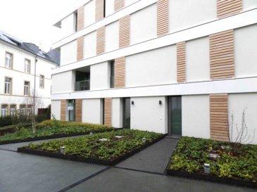 Duplex de 97,44m2 dans une nouvelle constructions 2013 luxueuse au Centre Ville de Luxembourg se compose comem suit :  - 2 chambres à coucher - living/ cuisine ouverte - salle de douche - WC séparée - débarras - terrasse  -cave  possibilité d'un emplacement intérieur à 350€   Pour plus d'informations, veuillez contacter M. Jérome Stoffel au numéro 661.501.302