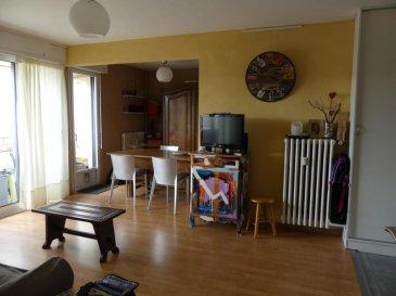 M572180 A VENDRE  APPARTEMENT F5 AVEC BALCON CAVE ET GARAGE Dans petite copropriété bien entretenue de 64 lots offrant une entrée avec bureau qui dessert un séjour de 28m2 avec accès balcon, 3 chambres avec parquet, une salle d\'eau, une salle de bain et une cuisine avec  coin frigo lave vaisselle.<br>Disponible également un garage et une cave. Fenêtres PVC récentes. Charges 230 par mois :eau CH et F commun assurance.  Frais d\'agence à la charge du vendeur. Proche Metz Gare, Sablon, Magny, Queuleu. Pour plus d\'informations Eric BARON, Agent commercial spécialiste du secteur, est à votre entière disposition au 06 77 40 44 28.<br>Honoraires à la charge du vendeur.