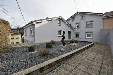 BELARDIMMO vous propose à vendre en mandat exclusif une très belle maison libre de trois côtés avec 3 chambres à coucher et avec garage et jardin.<br><br>La maison, en très bon état, située dans une rue  calme, se compose ainsi:<br><br>* Rez-de-chaussée :<br><br>- hall d\'entrée<br>- cuisine équipée semi ouverte ( 12,56 m²)<br>- salon et séjour ( 38,5 m²)<br>- salle de douche avec WC ( 5,25 m²)<br>- WC séparé<br>- chambre à coucher/bureau<br>- dressing<br>- dégagement <br> <br>* 1er étage<br><br>- palier<br>- Chambres à coucher (14,33 m²)<br>- Chambres à coucher (15,56 m²)<br><br>* Sous-sol<br><br>- buanderie<br>- cave<br>- cave à vin<br>- garage (pour 1 petite voiture avec possibilité d\'extension)<br><br>* Combles<br><br>Viennent compléter ce bien, un jardin , une terrasse ainsi qu\'une belle et grande allée.<br>L\'accès au jardin est également possible par le côté de la maison. <br><br>Pour toutes informations complémentaires, veuillez vous adresser au +352 661572502<br> <br><br><br>