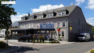 Bel appartement spacieux et lumineux, faisant 110.24 m2 habitable, comprenant Hall d'entrée, Cuisine équipée, grand salon-salle à manger, 2 chambres à coucher, salle de bains (douche et baignoire), WC séparé, débarras, 2 parkings extérieurs et une cave. Pas d'ascenseur.  La commune de Boulaide est délimitée à l'ouest par la frontière belge qui la sépare de la province de Luxembourg.  Idéal pour faire des belles promenades étendues.  Luxembourg-Ville 48 km Arlon 30 km Mersch 34 km Ref agence :B725984