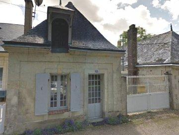 PETITE MAISON DE VILLAGE.  Venez visiter cette jolie maison de bourg de 41 m2 comprenant :<br> Au rez-de-chaussée : une entrée dans séjour avec cheminée, cuisine, salle d\'eau, WC.<br> à l\'étage : une chambre et une petite pièce.<br> en extérieur vous pourrez profiter d\'une cour avec une petite dépendance.<br> Chauffage électrique.