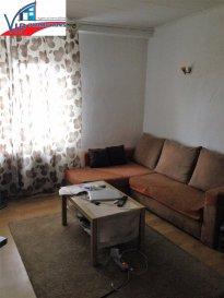 Studio de +/-40m2 entièrement meublé à Luxembourg-Ville. Le tout muni d'une kitchenette, 1 salle de bains, 1 chambre à coucher (ou bien living, selon les goûts et les besoins du futur locataire) et 1 mezzanine. (aménagée en chambre à coucher)  Occupation pour une personne seule!  Opportunité à saisir rapidement !  CDI exigé  Loyer + charges: 850 Euros Caution : 1700 Euros Commission d'agence : 994,50 Euros (850 + 17%TVA)