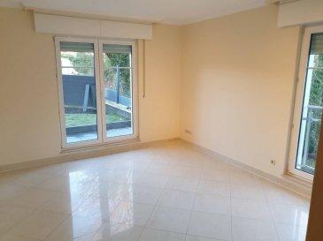 Appartement de 112 m2  dans une petite résidence privilégié avec 3 chambres, 1 living, 1 cuisine équipé, 1 grande terrasse, 1 grand jardin clôture, 1 garage fermé, 1 cave et buanderie