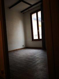 A Louer F2 Centre Ville Metz. Appartement F2  50m2 centre ville Metz  Libre de suite  Situé au 3ème étage sans ascenseur  une cuisine semi équipée semi ouverte sur séjour, une chambre , une salle d'eau    un dégagement