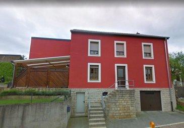 MONDERCANGE - CENTRE<br>A vendre jolie maison sur terrain de 12 ares.<br>Descriptif :<br><br>REZ DE CHAUSSEE :<br>Living, salle à manger, cuisine équipée, W.C., terrasse, jardin, garage. <br><br>ETAGE 1 :<br>3 Chambres à coucher, Salle de douche, W.C.<br><br>SOUS-SOL : <br>Salle de douche, buanderie, cave, W.C. garage.<br><br>ATOUTS et FINITIONS :<br>Rénové en 2002, toiture neuve (2010), double vitrage, Façade neuve<br>Terrain de 12 ares (partiellement constructible)<br>Etat d\'entretien parfait - Pas de travaux à prévoir.<br>Disponibilité rapide<br><br>LOCALISATION :<br>Proche de toutes commodités : Commerces, écoles, Fitness, transport en commun, restaurants, etc<br><br>Contact : SIGELUX S.A. T. 46 71 31 <br>M Claude Colling M. 691 650 724 claude@sigelux.lu<br>M Bob Funck M. 621 265 450 bob@sigelux.lu<br />Ref agence :396