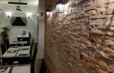 Metz quartier impérial, fonds de commerce de restaurant d\'une surface totale d\'environ 65m2, comprenant une cuisine ouverte avec une capacité de 35 couverts en salle, et 15 en terrasse. Un labo pour les préparations d\'une surface de 15m2 est compis, ainsi qu\'une cave. Ce local convient aussi bien à de la restauration rapide qu\'un restaurant.  Conditions de vente: - Prix: 37 500€ fai - Loyer: 9600€ ht/hc/an - Charges: 800€ annuelle - DPG: 3 mois  Contact: 0628426584 E.GURER Cabinet PROCOMM