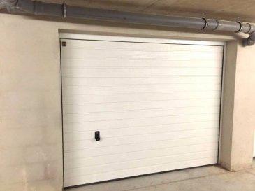Tempocasa Prestige vous propose 2 garages fermé avec moteur Hormann et portes sectionnelle Hormann, chacun coûte 35.000€