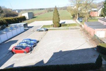 Strassen, proche de l'embranchement de l'autoroute, 8 places de parking à louer derrière la route d'Arlon, disponible de suite, prix à l'unité : 100 euros, Contact et visites : Rosalba Maitre 691 550 189