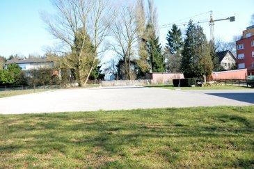 Strassen, proche de l'embranchement de l'autoroute, 18 places de parking à louer derrière la route d'Arlon, disponible de suite, prix à l'unité : 100 euros, prix en totalité : 1500 euros