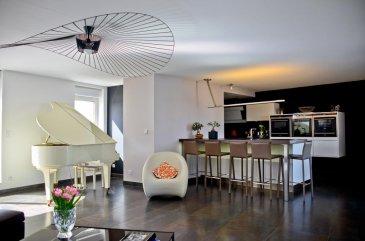 William, RE/MAX Partners ( + 352 621 815 768 ), vous présente en exclusivité à Metz, dans un quartier unique,au 7e et dernier étage d'un très belimmeuble,somptueux appartement 7pièces, 230m2habitables plus 200m2 de terrasse, traversant,volumes atypiques, familiales et de réception. Cuisine US aménagée/équipée, 5 chambres dont 4 avec salle d'eauet sortie balcon etune suite parentale avec dressing. Vuesprivilégiées etdégagéessur la plus belle gare deFrance,le centre Pompidou et d'autres monuments. Prestations haut de gamme. Ref agence :5095874