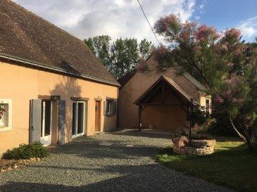 EN CAMPAGNE, MAISON RESTAUREE. En campagne, une maison restaurée joliment entre authenticité et modernité. <br>Elle se compose : <br>au RDC : grande cuisine aménagée et équipée, une pièce de vie avec poêle à bois, WC <br>à l\'étage : palier, deux chambres, salle de bains avec douche, WC.  <br><br>Buanderie, cellier.  <br>Dépendances, puits.  <br><br>Terrain 831 m². <br>Son plus : son plancher chauffant !<br>*Honoraires inclus charge acquéreur : 6.96% TTC (prix 112000.00 euros hors honoraires). N° portable : 0685994847, Activité exercée sous le statut d\'agent commercial