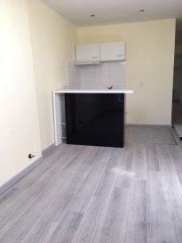 2 pièces - 30.10 m2.  Situé au 4ème étage d\'un immeuble rue Saint Julien à Nancy, appartement de deux pièces composé d\'une entrée, une pièce principale avec coin cuisine (frigo, plaques et hotte), une chambre, une salle d\'eau et WC séparé.<br> Chauffage individuel électrique.<br>