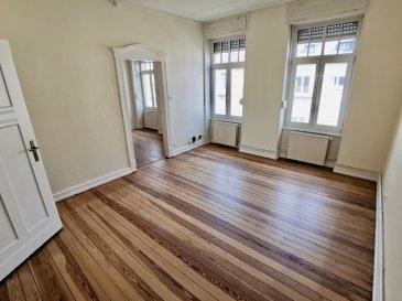 Appartement situé à Metz Sablon, comprenant 2 pièces dont une chambre une cuisine, une salle de bains, un WC.  2ème étage sans ascenseur.  Chauffage individuel au gaz  Frais d'Agence: 53.23 m² x 11 € = 585.53 €  Disponibilité immédiate  Rue Lothaire
