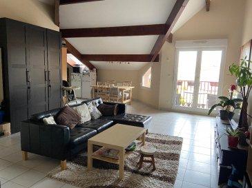 Bertrange F3 69 m². Proche de Thionville et accès Luxembourg, charmant appartement 3 pièces de 69 m² sous combles. Il se compose d\'une entrée sur le séjour avec balcon, d\'un coin cuisine aménagé, de 2 chambres, d\'une salle de bain et d\'un WC séparé. Chauffage individuel au gaz. Place de stationnement en sous-sol. <br/>Libre en Janvier 2021