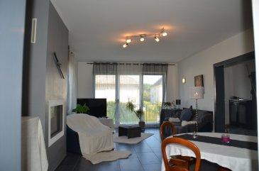 RE/MAX, spécialiste de l'immobilier à la frontière luxembourgeoise, vous propose à la vente cette magnifique maison de 1965 construite en pierre entièrement rénovée en 2011, d'une surface habitable d'environ 174m² et 338m² au sol, le tout sur une parcelle close d'environ 7ares. Idéale pour une famille. Cette demeure vous séduira par ses volumes généreux. Au rez-de-chaussée surélevé nous avons: Une belle entrée. Un séjour lumineux  de 33m². Une cuisine équipée donnant  sur une terrasse de 80m². Un bureau de 17m². Une suite parentale qui se compose d'une chambre de 15m², un dressing et une salle de bain de 17m². une buanderie. A l'étage nous trouvons: 3 chambres mansardées avec placards. 2 salles d'eau: douche a l'italienne, lavabo et WC. Ce bien se complète d'un grand sous-sol aménagé avec une cuisine d'été, WC, salle de douche, chaufferie, deux grande pièces de rangement, ainsi qu'un garage pour deux voitures.  Cette jolie propriété est idéalement située, proche des axes routiers, à côté des frontières luxembourgeoises.  Disponibilité à convenir