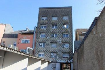 AVIS AUX INVESTISSEURS A vendre résidence complète (nommé MADY) comprenant 10 appartements et 1 studio, 12 caves et 8 garages (582 m² surface habitable). Tout le bien immobilier est en location. 1 seul propriétaire. Rendement locatif intéressant. Pas de travaux à prévoir.   L'immeuble est composé comme suit : • Extérieur : 8 garages séparés, local poubelles, cage d'escalier pour accéder au sous-sol, petite terrasse qui pourra être transformé en buanderie commune ou autre • Sous-sol : 10 caves (9,85 + 5,16 + 3,78 + 10,16 + 5,66 + 4,53 + 4,44 + 3,08 + 5,37 + 4,30 m²), local technique avec chaudière récente, cage d'escalier et 2 caves communes • Rez-de-chaussée : Un appartement de 51,27 m² comprenant un salon, une cuisine équipée, salle de bains et une chambre • 1er étage : Un appartement de 55,45 m² comprenant un living, une cuisine équipée, salle de bains et une chambre, un appartement de 54,99 m² comprenant un living, une cuisine équipée, salle de bains, un WC séparé et une chambre • 2e étage : Un appartement de 55,45 m² comprenant un living, une cuisine équipée, salle de bains et une chambre, un appartement de 54,99 m² comprenant un living, une cuisine équipée, salle de bains, un WC séparé et une chambre • 3e étage : Un appartement de 55,39 m² comprenant un living, une cuisine équipée, salle de bains et une chambre, un appartement de 54,99 m² comprenant un living, une cuisine équipée, salle de bains, un WC séparé et une chambre • 4e étage : Un appartement de 55,55 m² comprenant un living, une cuisine équipée, salle de bains et une chambre, un appartement de 54,99 m² comprenant un living, une cuisine équipée, salle de bains, un WC séparé et une chambre • 5e étage : Un studio de 36,25 m² comprenant un living/ cuisine équipée, salle de bains et une chambre avec possibilité d'agrandissement, un appartement de 52,57 m² comprenant un living, une cuisine équipée, salle de bains, un WC séparé et une chambre  Idéalement situé proche de la gare, bus, des commerces, restauran