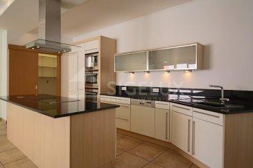 Sigelux Real Estate vous propose à la location ce magnifique appartement 2 chambres, au 1ier étage, situé au 255, rue de Beggen L-1221 Luxembourg-Beggen  Sa surface habitable est de 86m2 avec balcon  L'appartement est complètement rénové et se compose comme suit :  - Grand hall d'entrée de 7,08 m2 - Cuisine entièrement équipée et ouverte avec accès au living de 46,05m2 - Local buanderie raccordement machine à laver - 2 chambres à coucher de 11,44m2 et de 14,12m2dont une avec accès au balcon de 7,36m2 - Salle d'eau avec baignoire, douche, double lavabo et WC de 7,31m2 - Cave de 6,48m2 - 1 emplacement de parking intérieur de 19,38m2 - Double vitrage - Volets électriques - Pas d'animaux domestiques  Disponibilité immédiate  Loyer : 1.650 Charges : 250.-€ Caution : 4.950.-€  Frais d'agence : 1 mois de loyer +Tva  Pour plus de renseignement ou un RDV contactez : SIGELUX: 46 71 31 ou info@sigelux.lu Situation :  A la lisière nord de la capitale, le quartier de Beggen jouit d'une situation idéale. Avec ses îlots de verdure et l'Alzette qui le traverse, Beggen est un havre de paix, au point d'attirer de plus en plus de nouveaux résidents à la recherche de calme à proximité du centre-ville.  Entouré par les quartiers de Dommeldange à l'est, d'Eich au sud et de Mühlenbach à l'ouest, ainsi que par les communes de Walferdange et Bereldange au nord, Beggen est un quartier relativement calme et familial. Lignes de bus 11 et 23   Infrastructures : un hall omnisports, un terrain de football, des terrains de tennis et un centre culturel.