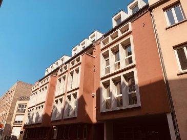 F3 - 58.05m2 - Strasbourg Krutenau.  Idéalement situé à la Krutenau, à proximité des transports (bus et tram) et des commerces. Dans une copropriété récente; nous proposons à la location, un appartement de type F3 d\'une surface de 58.05m2 situé au 2ème étage de l\'immeuble avec ascenseur. Il comprend: une entrée, une cuisine semi équipée ouverte sur le séjour, deux chambres et une salle de bain avec WC. L\'appartement dispose également d\'une cave en sous sol. Chauffage et eau chaude individuel au Gaz.<br> Surface habitable: 58.05m2<br> Loyer: 710EUR par mois chargex comprises dont 70EUR de provisions pour charges avec régularisation annuelle<br> Dépot de garantie: 640EUR<br> Honoraires à la charge du locataire: 609.53EUR TTC dont 174.15EUR TTC inclus pour l\'état des lieux<br> Disponible au 2/04/19
