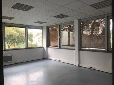 MAXEVILLE - BUREAUX.  Bureaux de 210 m2 situé rue de la Seille à MAXEVILLE.<br> Loyer trimestriel : 4500 EUR<br> Charges trimestrielles : 1000 EUR