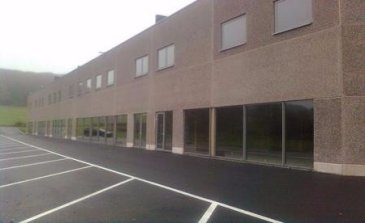Tempocasa Mondorf-les-Bains vous propose ce bâtiment livré en 2015, sur un terrain de 53 ares, se situe dans la Zone d'Activités Artisanales et Commerciales « An der Fraesbich ».   Ce hall artisanal et/ou commercial de +/- 2.700 m² est divisible en modules, à partir de 300 m² de hall et 160 m² de bureaux.  Pour plus d'informations veuillez nous contacter au 26543148.