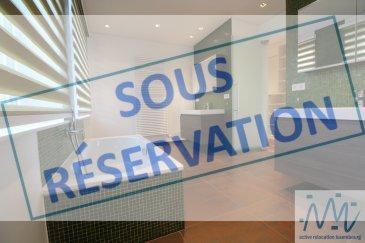 ***SOUS RESERVATION***  ''active relocation luxembourg'' vous propose cette magnifique maison de ville située dans une rue très calme à Luxembourg-Merl/Belair. Cette confortable maison magnifiquement rénovée offre de beaux espaces de vie très lumineux.  Ce bien de 193m² habitables est divisé comme suit:  Au RDC :  - Un hall d'entrée desservant le grand living (parquet) de 30m² avec sa cuisine équipée ouverte (pouvant être séparée par une paroi coulissante vitrée) et une suite de cuisine.  - Un WC séparé. - Un accès vers les deux terrasses en bois sur deux niveaux et le jardin magnifiquement arboré avec son petit bassin et son coin lounge au fond.  Au 1er étage :  - Un grand espace parental comprenant une grande chambre avec terrasse en bois, un double dressing aménagé, une très belle salle de bain avec baignoire et double vasques et pièce séparée avec WC et la grande douche. - Une chambre (N°2) avec belle vue sur le jardin. - Un débarras avec étagère.  Au 2ème étage : - Une grande chambre de 16m² (N°3) à l'arrière / qui pourra servir grâce à sa bibliothèque comme grand bureau. - Une grande chambre de 16m² (N°4) à l'avant  - Une salle de douche avec WC pour cette étage - Une petite pièce/bureau donant accès au LOFT par l'escalier desservant cette grande pièce loisirs ou chambre (N°5) au dernier étage de cette belle maison.  Au sous-sol :  plusieurs caves et espaces de rangement, garage pour minimum 2 voitures en enfilade, chaufferie (gaz), buanderie et un accès vers le jardin.  La maison est située à 300m du Parc de Merl et du Campus « Geesekneppchen », le quartier offre de nombreux commerces (boulangerie, pharmacie, restaurants, coiffeurs), supermarché Cactus à 500m. La maison est équipée d'un système d'alarme, avec volets électriques, du câblage internet dans toutes les pièces, luminaires encastrés dans toutes les pièces, revêtements de sol et murs design.  Disponible : immédiatement.   Loyer mensuel : 4.400 € Garantie bancaire ou caution : 3 mois de loyer Commissi