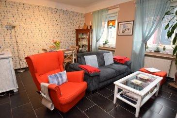 ***SOUS-COMPROMIS***  RE/MAX Select et Julien Feld, spécialistes de l'immobilier, vous proposent ce charmant appartement, en rez-de-chaussée surélevé, sis dans le quartier de Bonnevoie. Au sein d'une copropriété de 4 appartements, venez découvrir cet appartement composé d'une entrée desservant l'ensemble des pièces, d'un living de 22m², d'une cuisine séparée avec débarras de 14m², d'une grande chambre de 15m² et d'une salle de douche. Une très grande cave et une parcelle de jardin privative complètent ce bien. Possibilité de créer une 2ème chambre avec quelques modifications.