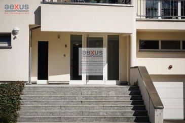 Luxembourg-Bonnevoie : rue Omlor, appartement 2 chambres à coucher, 1 emplacements intérieur, 109 m2 net habitable, 66 m2 terrasse 113 m2 brut.  Très bel appartement d'une petite résidence à seulement 6 unitées avec ascenseur agencé comme suit :  Au rez de chaussée surélevé:   Hall d'entrée Grand Living (32m2), Cuisine séparée, avec accès direct à la grande terrasse à l'arrière WC séparé  Première chambre (12 m2) Deuxième chambre avec dressing intégré (24m2) Salle de bains avec baignoire-douche et WC Portes et nombreux placards faits sur mesure en chêne massif  Un emplacement intérieur pour 1 voiture se trouve au sous-sol, la Cave (2,53m2) ainsi que la buanderie se trouvent au rez de chaussée.  Cet appartement se trouve dans le quartier résidentiel ?Kaltreis? de Bonnevoie au calme dans un environnement naturel avec une aire de jeux à quelques pas. Le lycée Vauban et la Cloche d'Or sont à 2,6 km. Le Centre Ville de Luxembourg est à 3 km, La Gare de Luxembourg est à 1600 m avec accès au Tram. De nombreuses écoles et foyers de jours sont à disposition sur Bonnevoie.  Cat. énergétique : F/F  Pour toutes informations :  Tel :  352 277 50 40 Vente par AEXUS REAL ESTATE. Découvrez tous nos biens sur www.aexus.lu Aexus real estate est membre de la Chambre Immobilière du Grand-Duché de Luxembourg (seul organisme accrédité par l'état pour la certification des agents immobiliers) et travaillons dans le respect de leur code de déontologie, gage de qualité des services et de sériosité. Si vous souhaitez vendre ou louer votre bien, profitez-vous aussi de notre expérience et connaissance du marché à Luxembourg. Estimation rapide, gratuite et réaliste.   Luxemburg-Bonnevoie: rue Omlor, 2-Zimmer-Wohnung, 1 Inneparkplatz, 109 m2 Netto-Wohnfläche, 66 m2 Terrasse 113 m2 brutto.  Sehr schöne Wohnung in einer kleinen Residenz mit nur 6 Einheiten mit Aufzug, die wie folgt aufgeteilt ist:  Im Hochparterre:   Eingangshalle Großes Wohnzimmer (32m2), separate Küche, mit direktem Zugang zur gr