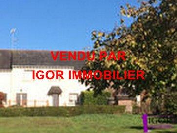 Maison Sion les Mines. Agence immobilière Igor Immobilier. Baisse de prix. Maison familiale en centre bourg se composant : entrée, cuisine aménagée et équipée, salon séjour avec cheminée, 1 chambre, salle d\'eau, wc. A l\'étage : 3 chambres, salle d\'eau wc, grenier. (très belle surface habitable).<br/>Garage et atelier (50m² environ).<br/>Terrain : 1335m².<br/>Prix : 81000 € HAI dont 8% à charge acquéreur<br/>Contact : Igor<br/>Tél : 02 40 55 39 68 dont 8.00 % honoraires TTC à la charge de l\'acquéreur.