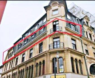 TEL/WhatsApp (Parviz MOLLAIAN) : 691 262 909 For English, see below please !  Français : A vendre, au cœur de la jolie ville d'Esch-sur-Alzette, appartement lumineux de trois chambres à coucher ; OUVERT des DEUX COTES ; Deux salles-des-bains ; 9 grandes fenêtres ; Suite-parentale avec une salle-des-bains privative et balcon ; Grandes chambres ; Séjour ; Cuisine séparée ; Cave ; ANIMAUX ACCEPTES ; Situation centrale et privilégiée, à proximité de toutes commodités ; Agréable à vivre ou bien investissement très rentable.  Actuellement l'appartement est loué en colocation avec un loyer mensuel de 2.400 euros.  ********************  Confiez-nous vos biens immobiliers pour la vente ou pour la location. Nous sommes une société sérieuse, minutieuse, ayant ses bureaux au cœur de Luxembourg-Ville depuis 21 ans. Nous avons une bonne clientèle et nous faisons aussi beaucoup de publicité. Monsieur Parviz MOLLAIAN est à votre écoute : (+352) 691 262 909 Email : info@immo-aba.lu mollaian@engineer.com   English : For sale, in the heart of the pretty town of Esch-sur-Alzette, a bright three-bedroom apartment ;  OPEN from TWO SIDES ;  Two bathrooms ;  9 large windows ;  Main bedroom with private bathroom and a balcony ;  Large rooms ;  Salon ;  Separate kitchen ;  Cellar ;  ANIMALS ACCEPTED ;  Central and privileged location, close to all amenities ;  Pleasant to live or very profitable investment. The apartment is rented for 2.400 euros per month (flatsharing). Call me today : (+352) 691 262 909  ********************  Entrust us with your real estate for sale or for rental. We are a serious, meticulous company, having had its offices in the heart of Luxembourg City for more than 20 years. We have a good customer base and we also do a lot of advertising. Mr. Parviz MOLLAIAN is at your service: (+352) 691 262 909 Email: info@immo-aba.lu mollaian@engineer.com