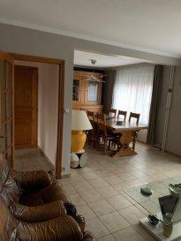 Exclusivité !  Une maison jumelée type F5 d'environ 100m² sur 3.23ares se composant ainsi :  - RDC surélevé : entrée, dégagement avec placard/vestiaire, w-c séparés, cuisine équipée moderne d'environ 12m², un salon/séjour de 30m²  - A l'étage : dégagement, salle d'eau (douche), 3 chambres sur parquet  -  Sous-sol : Une buanderie, une cave et un garage 1 voiture (porte motorisée) avec atelier  Une belle terrasse, aucuns travaux à prévoir, DVPVC VR, belle façade, électricité ok, toiture en bon état, système de chauffage pompe à chaleur  Contact : 07 81 30 24 02