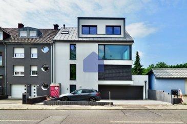 Posez vos coffres à Dudelange ***Magnifique Duplex - 4 chambres - neuf ***  immohub, votre partenaire dans l'immobilier à Dudelange, vous propose un magnifique Duplex de 160 m2 dans une résidence à seulement 2 unités.  Construit en 2020 aux finitions haut de gamme, le bien se présente comme suit:  R+1: -Hall d'entrée 3,25 m2  R+2: -WC séparé 1,80 m2 -Cuisine indépendante 12,85 m2 — Inclus dans le prix de vente: Cuisine d'une valeur de 25.000 €  au choix de l'acquéreur auprès de ABC cuisines à Esch-sur-Alzette ! -Double séjour 45,60 m2 -Suite parentale 17,88 m2 avec Salle de douche en annexe 7,93 m2  R+3: -Hall de nuit 17,75 m2 se prêtant idéalement  pour un bureau ouvert / 2ème coin de télévision -Chambre I 10,30 m2 -Chambre II 14, 67 m2 -Chambre III 15,57 m2 -Salle de douche 4,58 m2  RDC: -Cave privative 5,00m2 -Accès jardin privatif de 50 m2 -Buanderie en commune -Garage pour 2 voitures -Emplacement extérieur pour une voiture  Détails: Chauffage au sol VMC CPE: A/A Triple vitrage /Chassis en PVC /jalousies à lamelles orientables Vidéophonie sur tous les étages Parquet dans les chambres