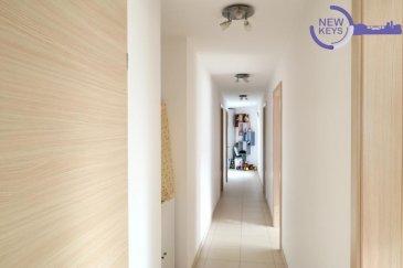 Coup de cœur  New Keys vous propose ce bel appartement sis au 2ème étage à Bereldange dans une résidence construite en 2009, à seulement quelques minutes du centre ville et du Kirchberg.  A la fois lumineux et fonctionnel, l'appartement se présente comme suit:  Hall d'entrée 2 débarras  Wc séparé Salon/salle à manger avec accès au balcon  Cuisine équipée indépendante avec accés au balcon  Salle de bain avec douche, baignoire, wc et double vasque  2 chambres spacieuses (+/-15m2)  Pour compléter ce bien vous profiterez d'un emplacement intérieur et d'une cave privative. La copropriété bénéficie également d'une buanderie commune.  Pour plus de renseignements, et/ou demandes de visite, merci de nous contacter au 27 99 86 23 ou par e-mail à l'adresse info@newkeys.lu