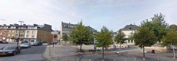 RE/MAX SELECT, spécialiste de l'immobilier à Luxembourg, vous propose un fond de commerce d'un splendide restaurant à la vente.   Surface exploitable: 130m² Sous-sol: 120m² Capacité en couverts: ± 50 Parking et cour intérieur avec terrasse Parking public à 30 mètres Situation idéale Le restaurant est à acquérir tel quel, avec tout le mobilier, bar, cuisine équipée, appareils électroménager.  Descriptif détaillé:  Salle  - Climatisations, ventilation - 2 WC séparés (m/f), 2 lavabos automatiques - Caisse enregistreuse - Imprimante pour commandes  Bar  - Machine à café, - Lave verres de la marque Meiko - Ordinateur - Frigo à vins - Frigo boissons 6 tiroirs  Cuisine professionnelle  - Fourneau 6 flammes avec four - Friteuse - Bain Marie - Congélateur - Frigo et frigo de table - 3 Micro onde - Table de travail, étagères, bac plonge  Stock  - Chambre froide positive, 2 congélateurs - Cave à vins - Cave pour soft drinks - Porcelaines et couverts - Meubles de stockage - Produits d'entretien - Séparateur de graisse  Buanderie  - Lave linge Bosch - Sèche linge Bosch - Fer à repasser vapeur  Salle de bain (pour le personnel)  -Douche, WC, lavabo automatique, pissoir automatique  Vestiaire  - Armoires individuelles pour le personnel  LES AVANTAGES:  - Licence 100% HACCP - Hygiène: VERT + - Licence de CABARETAGE   À découvrir rapidement!!