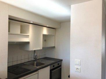 DUPLEX 3 PIECES - 42.69 M2.  Appartement 3 pièces en duplex situé rue Charles Keller à Nancy. Il comprend une entrée avec placard, une cuisine, un séjour, deux chambres, une salle de bain, WC.<br> Chauffage individuel électrique. Disponible début Août 2021.<br>