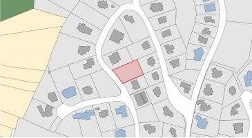 Schaus Immobilier vous propose à la vente ce terrain constructible implanté dans un environnement calme et résidentiel à Steinsel.   Le terrain d'une surface d'environ 9 ares et 11 centiares est vendu sans contrat de construction. Il dispose d'une largeur d'environ 25,50 mètres et d'une profondeur d'environ 34,00 mètres, permettant notamment la construction d'une maison isolée.  Sont inclus dans le prix l'autorisation de bâtir pour une maison individuelle ainsi que 45% des plans relatifs à cette construction.  Nous sommes à votre disposition pour tout renseignement complémentaire.  Les honoraires de négociation sont à la charge du vendeur. Ref agence :883142