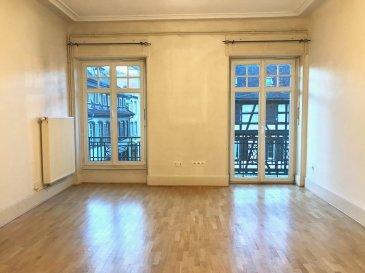 KRUTENAU - Pl. de ZURICH Au 2e étage, appartement 3 pièces comprenant : Entrée/dégagement avec placard, séjour avec balcon, deux chambres à coucher, cuisine équipée (rangements, plaques de cuisson, hotte) avec balcon, salle de bains, wc séparé. Porte blindée.