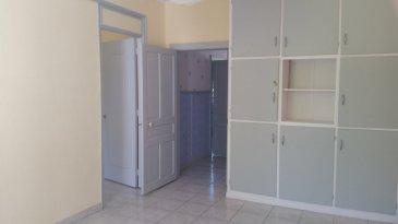 Appartement de Type F3 comprenant une cuisine, un séjour, 2 chambres, une salle de bain, un toilette séparé. Chauffage au gaz. Un jardin commun.